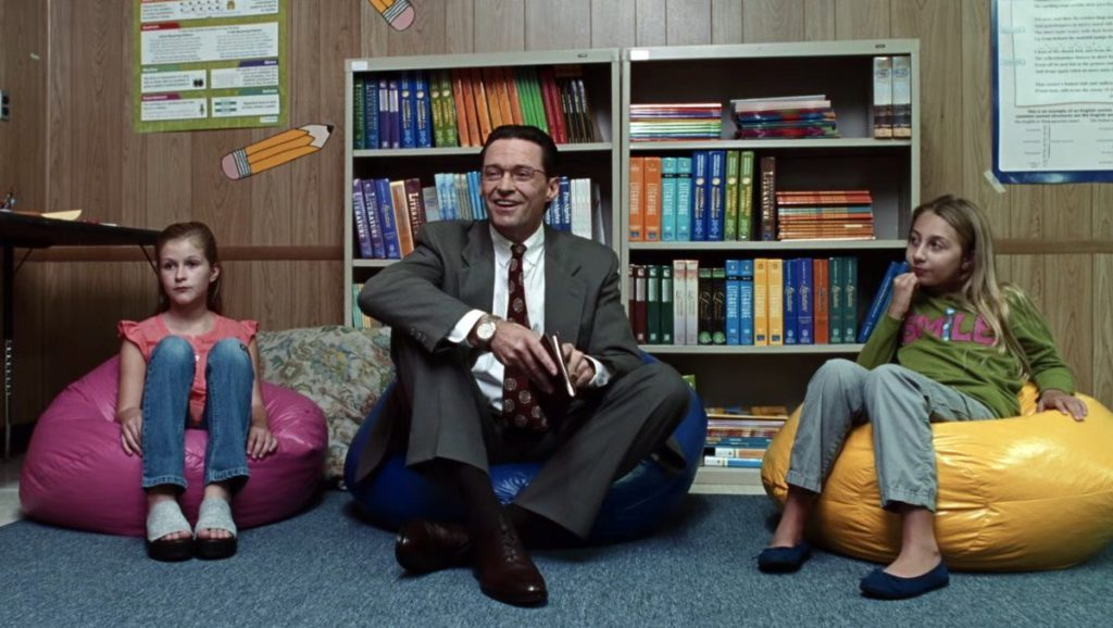 Nos encanta como Hugh Jackman se luce en La estafa